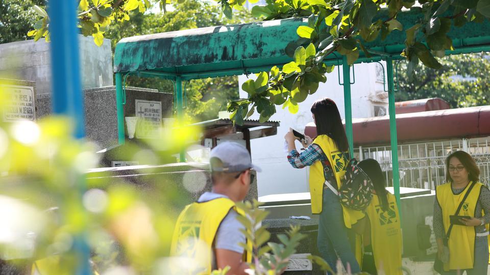 Over 100 Mormon Youth in Manila Capture Gravestones for